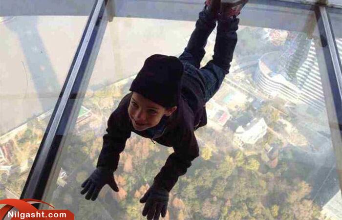 طبقه شیشه ای برج تلویزیون شانگهای