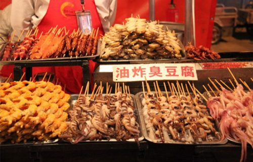 جانوران خوراکی در خیابان وانگ فوجینگ در پکن