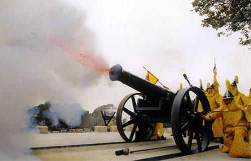 نمایش شلیک توپ قلعه هولیشان شیامن
