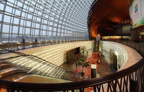 فضای داخلی مرکز ملی هنرهای نمایشی چین