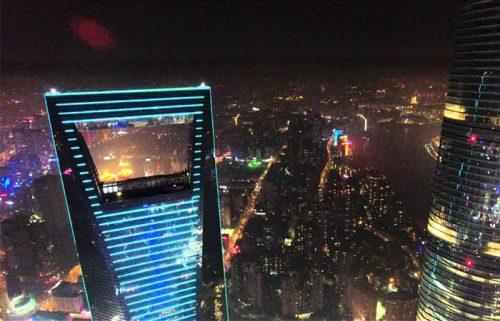 مرکز مالی جهانی شانگهای در شب